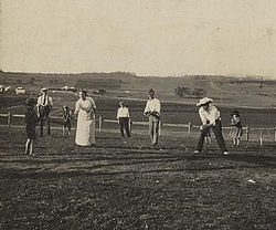 Game of rounders on Christmas Day at Baroona, Glamorgan Vale, 1913.jpg