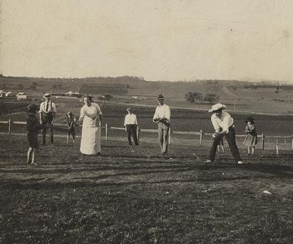 Game of rounders on Christmas Day at Baroona, Glamorgan Vale, 1913