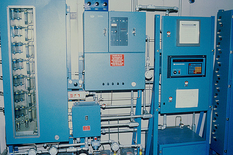 File:Gas chromatograph.jpg