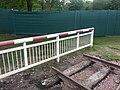 Geländer hinter dem Schienenstück - panoramio.jpg