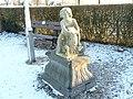 Gerkesklooster - marmeren beeldje kind met schaap.jpg