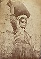 Gloeden, Wilhelm von (1856-1931) - n. 0038 B - Bambina con anfora - ca.1900..jpg