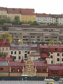 Layers of architecture on Masthugget hill in Gothenburg; 19th century houses at the bottom, Brutalistic modernist houses in the middle and older Landshövdingehus at the top.