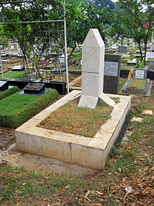 A grave, with a large obelisk in the centre