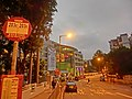HK 九龍塘 Kln Tong 達之路 Tat Chee Avenue 創意中心 InnoCentre evening Mar-2014 KMBus 203C 203S stop sign.JPG