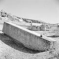 Half bewerkte zuil de Hajar el-Houble te Ras el Ain nabij Baalbek, Bestanddeelnr 255-6502.jpg