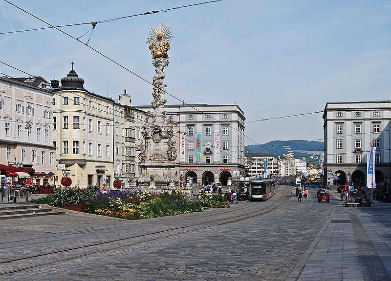 File:Hauptplatz Linz September 2013.jpg