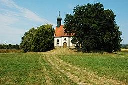 Außenansicht der Heilig-Kreuz-Kapelle Wilburgstetten
