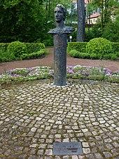 Heinrich-Heine-Denkmal im Kurpark Heiligenstadt (Quelle: Wikimedia)