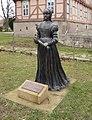 Herzogin Clara Statue Schloss Fallersleben.jpg