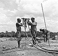 Het aanbrengen van springstof op het terrein van de Surinaamse Bauxiet Maatschap, Bestanddeelnr 252-6578.jpg