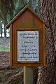 Hinweisschild bei der Fuchs-Fichte bei Wörnharts.jpg