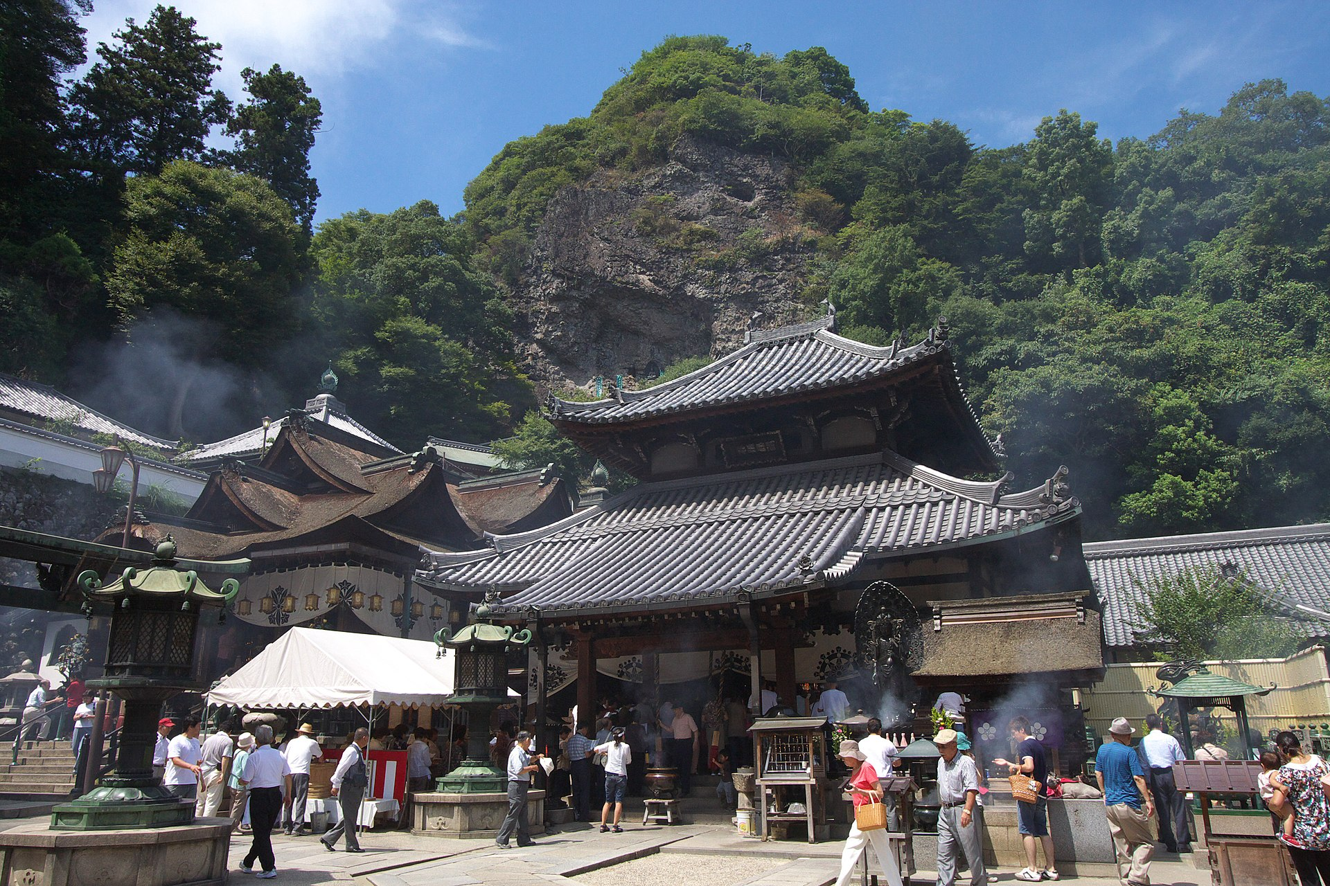 Hozanji Nara JPN 001.jpg