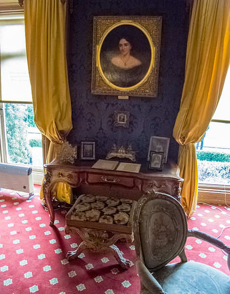 File:Hughenden Manor (6930191318).jpg