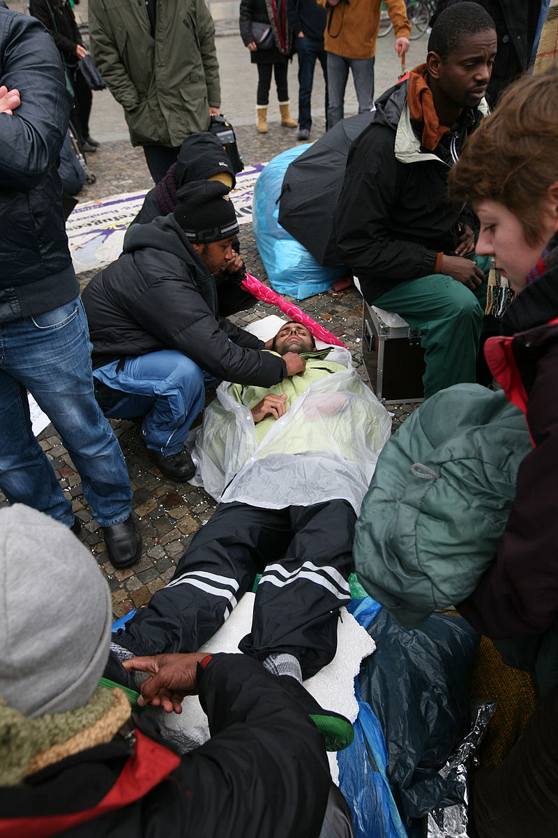 Hungerstreik der Flüchtlinge in Berlin 2013-10-15 (02).jpg