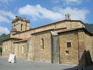 Iglesia de San Martín de Salas.jpg