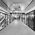 Interieur, overzicht winkelgalerij, winkelruimte - Heerlen - 20001046 - RCE.jpg