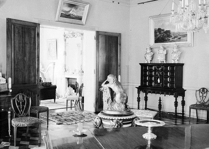 File interieur van een huis met antieke inrichting bestanddeelnr