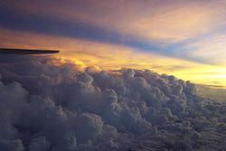 Luchtfoto van onweerswolken
