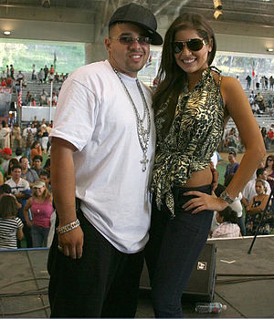 Nicaraguan Americans - J Smooth and Miss Nicaragua 2007, Xiomara Blandino celebrating La Feria Agostina, or the Nicaraguan Festival, in Los Angeles with up to 8,000 Nicaraguan Americans.