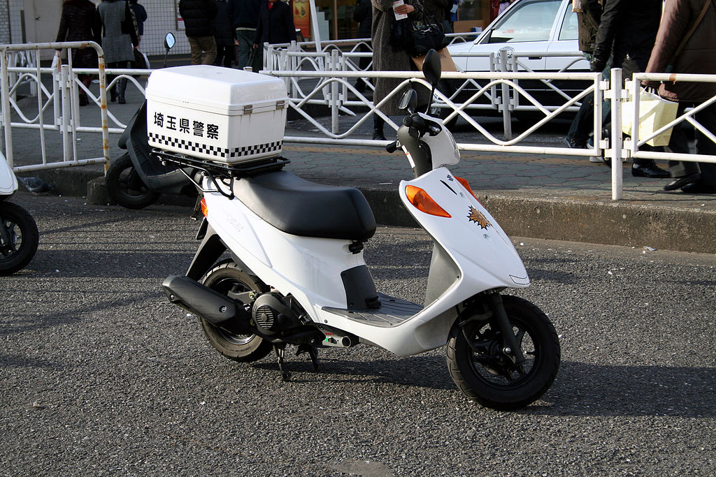 1024px japanese suzuki address v125 police scooter