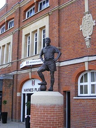 Johnny Haynes - Statue of Haynes outside Craven Cottage