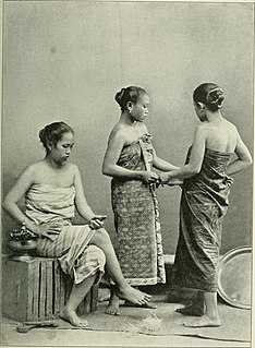 Sarong Traditional garment of the Malay Archipelago and the Pacific Islands
