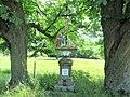 Kříž naproti domu 302 ve Starých Křečanech (Q104983693) 01.jpg