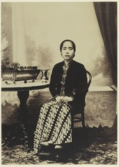 KITLV 3791 - Kassian Céphas - Ratu Kent Jana, wife of Hamengkoe Buwono VII sultan of Yogyakarta - Around 1905.tif