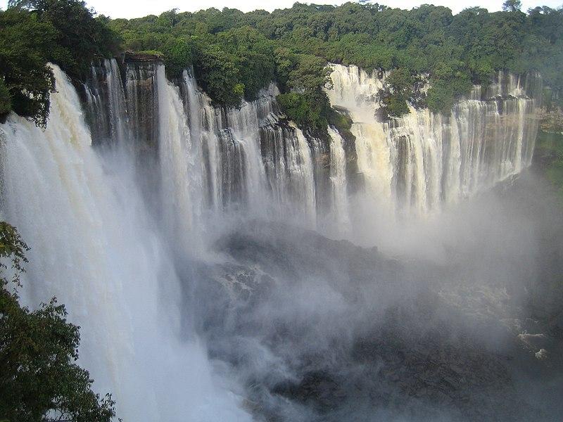 Водоспад Каландула на річці Лукала, провінція Маланже, Ангола. Значуще зображення (автор — Paulo César Santos, ліцензія CC-Zero)