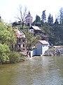 Kamenný přívoz, pohled z mostu ke kostelu.jpg