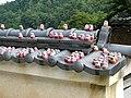 Katsuo-ji daruma on roof.jpg