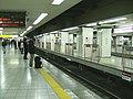 Keio-shinjuku-platform.jpg