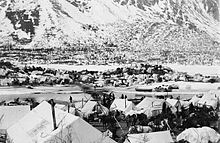 Prospectors in a tent camp at Bennett Lake waiting for the ice on Yukon River to break up, May 1898