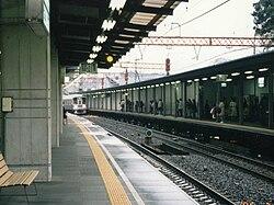 狛江駅 - Wikipedia