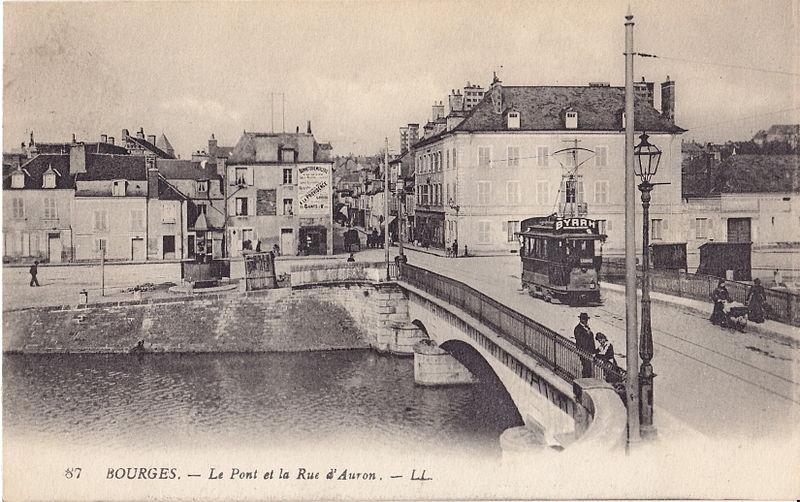 File:LL 87 - BOURGES - Le Pont et la Rue d'Auron.jpg