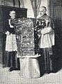 La Sainte Tunique - Mgr Roland-Gosselin et le chanoine Breton.jpg