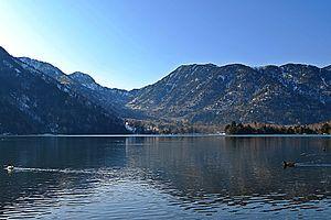 Lake Yunoko 02.jpg