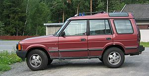 Land Rover Discovery SI maroon side.jpg