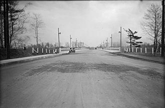 Leaside - Millwood Road south to the Leaside Viaduct (now known as the Leaside Bridge or Millwood Bridge), 1928.