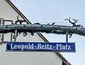 Leopold-Reitz-Platz in Böbingen, Widmungsschild.jpg