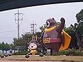 Les deux symboles de la ville - l'ourse et la petite fille 1.jpg