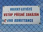 Letiště Ruzyně, vstup přísně zakázán (hovno).jpg