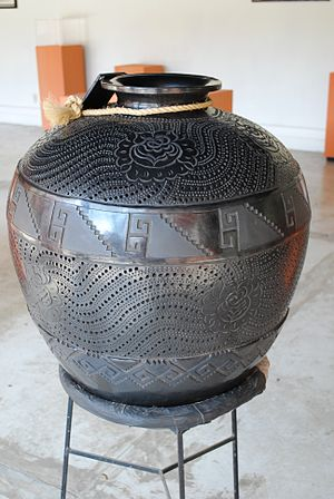 Barro negro pottery at the state crafts museum LgCantaroJarMEAPO2.JPG