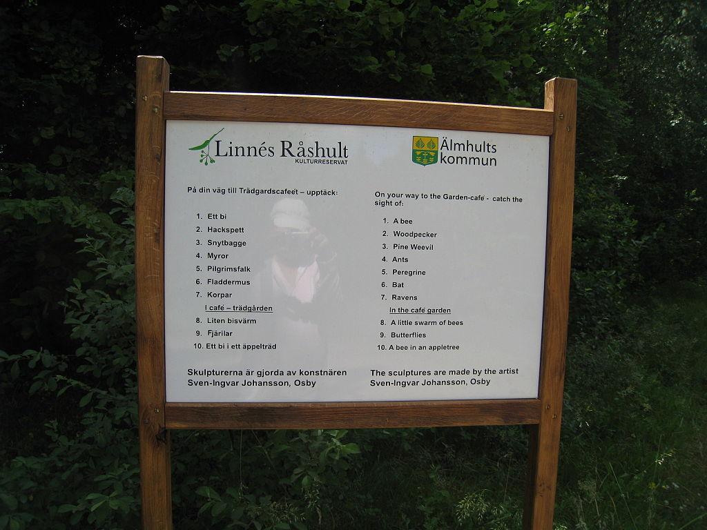 File:Linnés Råshult, Älmhults kommun, skylt, 2015.jpg - Wikimedia ...