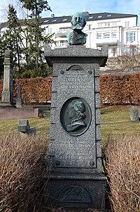 Lorentz Dietrichson og Johanne Mathilde Dietrichson, gravminne på Vår Frelsers gravlund, Oslo, DSC 3812.JPG