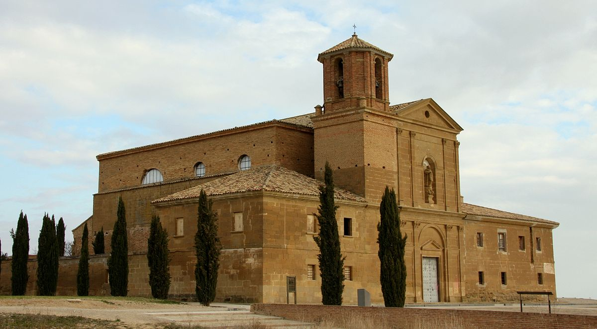https://upload.wikimedia.org/wikipedia/commons/thumb/9/95/LoretoHuescaSantuario.jpg/1200px-LoretoHuescaSantuario.jpg