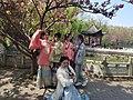 Los estudiantes en el Parque del lago Gantang.jpg