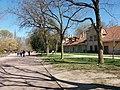 Lyon 6e - Parc de la Tête d'Or, allée du Parc aux Moutons, côté nord en passant devant la vacherie.jpg
