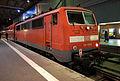 Münchener Hauptbahnhof- auf Bahnsteig zu Gleis 25- Donau-Isar-Express (DB-Baureihe 111 179-8) 7.12.2013.jpg